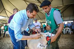 Secretário de Agricultura Ernâni Polo, durante a Premiação da Grande Campea Ovelha Texel durante 38ª Expointer, que ocorrerá entre 29 de agosto e 06 de setembro de 2015 no Parque de Exposições Assis Brasil, em Esteio. FOTO: Pedro H. Tesch/ Agência Preview