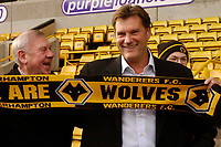 Fotball<br /> Foto: SBI/Digitalsport<br /> NORWAY ONLY<br /> <br /> Wolverhampton Wanderers Press Conference.<br /> 07/12/2004.<br /> <br /> Wolves' new manager Glenn Hoddle (R) shares a joke with some fans.