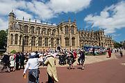 """Koning Willem Alexander wordt door Hare Majesteit Koningin Elizabeth II geïnstalleerd in de 'Most Noble Order of the Garter'. Tijdens een jaarlijkse ceremonie in St. Georgekapel, Windsor Castle, wordt hij geïnstalleerd als 'Supernumerary Knight of the Garter'.<br /> <br /> King Willem Alexander is installed by Her Majesty Queen Elizabeth II in the """"Most Noble Order of the Garter"""". During an annual ceremony in St. George's Chapel, Windsor Castle, he is installed as """"Supernumerary Knight of the Garter""""."""