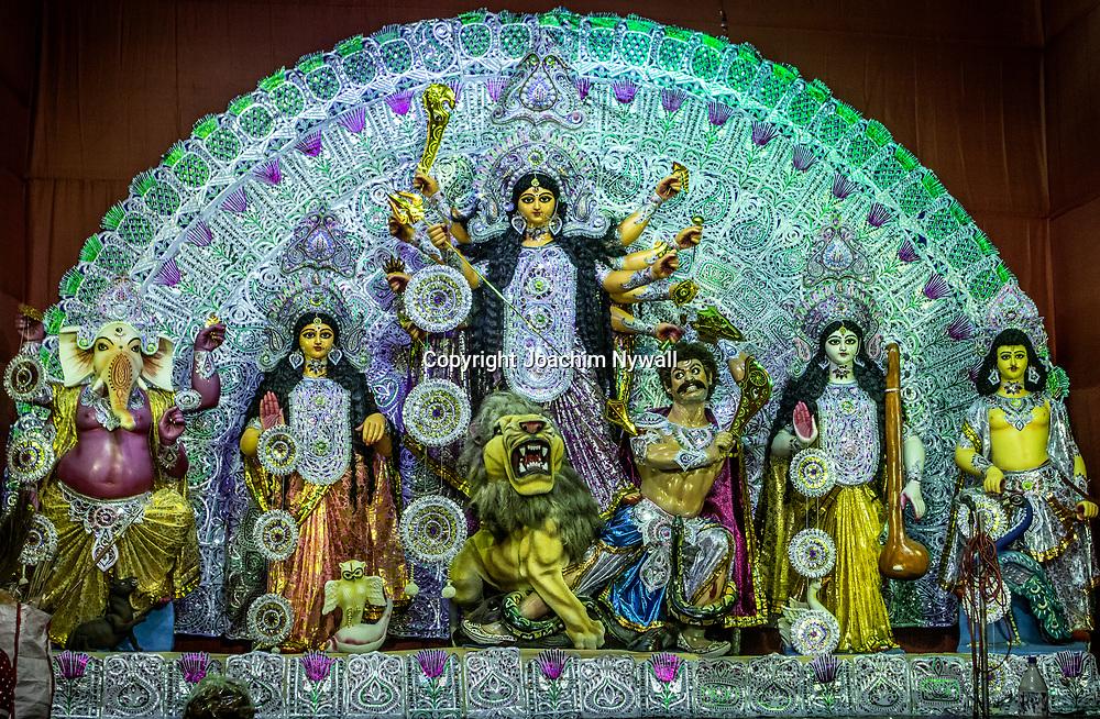 2019 10. 04  Kolkata  West Bengal Indien<br /> Durga puja<br /> <br /> <br /> <br /> ----<br /> FOTO : JOACHIM NYWALL KOD 0708840825_1<br /> COPYRIGHT JOACHIM NYWALL<br /> <br /> ***BETALBILD***<br /> Redovisas till <br /> NYWALL MEDIA AB<br /> Strandgatan 30<br /> 461 31 Trollhättan<br /> Prislista enl BLF , om inget annat avtalas.
