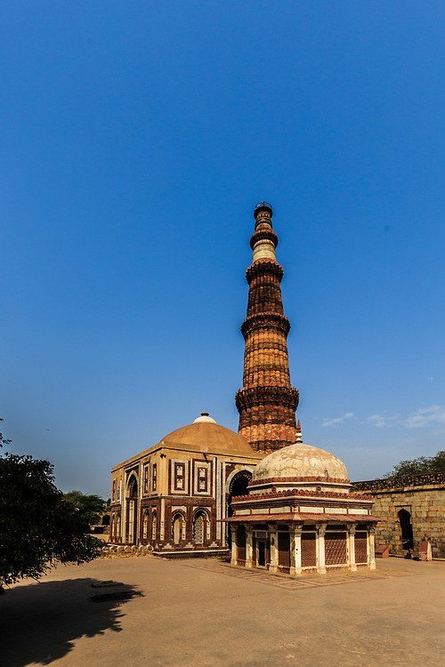 Alai Darwaza, Imam Zamin's Tomb and Qutb Minar in New Delhi, India.  The Qutab Minar and the various monuments within the Qutab complex, including the Alai Darwaza, belong to the period of the Delhi Sultanate (1191–1526).