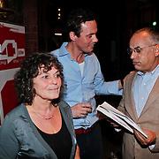 NLD/Amsterdam/20110216 - Boekpresentatie Twaalf goeroes, dertien ongelukken van schrijver Johan Noorloos, samen met Yvonne Kroonenberg en advocaat Oscar Hammerstein