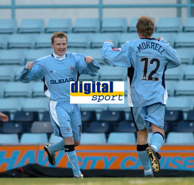 Fotball<br /> FA Cup England 2004/2005<br /> 3. runde<br /> 08.01.2005<br /> Foto: SBI/Digitalsport<br /> NORWAY ONLY<br /> <br /> Coventry City v Crewe Alexandra<br /> <br /> Coventry's Gary McSheffrey (L) celebrates giving his side a 1-0 lead with Andy Morrell