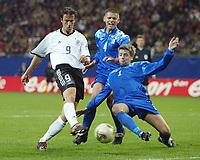 Fotball<br /> Kvalifisering til EM 2004<br /> 11.10.2003<br /> Tyskland v Island<br /> Foto: Digitalsport<br /> Norway Only<br /> <br /> v.l. Fredi BOBIC , Ivar INGIMARSSON , Olafur Örn BJARNASON