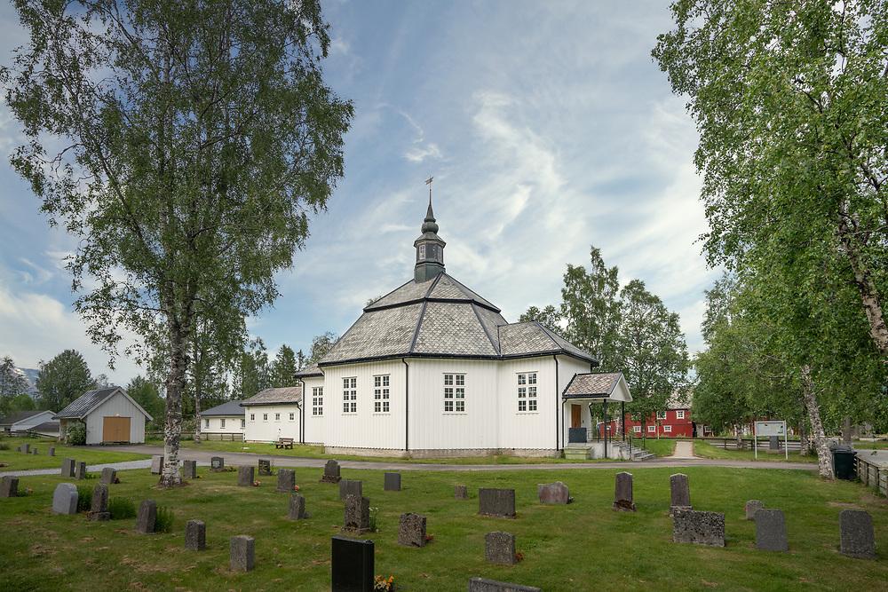 Røssvoll kirke er en åttekantet kirke fra 1953 i Rana kommune, Nordland fylke.