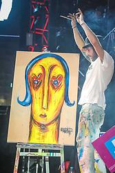 Artista plástico no palco principal do Planeta Atlântida. O maior festival de música do Sul do Brasil ocorre nos dias 01 e 02 de fevereiro, na SABA, na praia de Atlântida, no Litoral Norte gaúcho. Foto: Marcos Nagelstein / Agência Preview