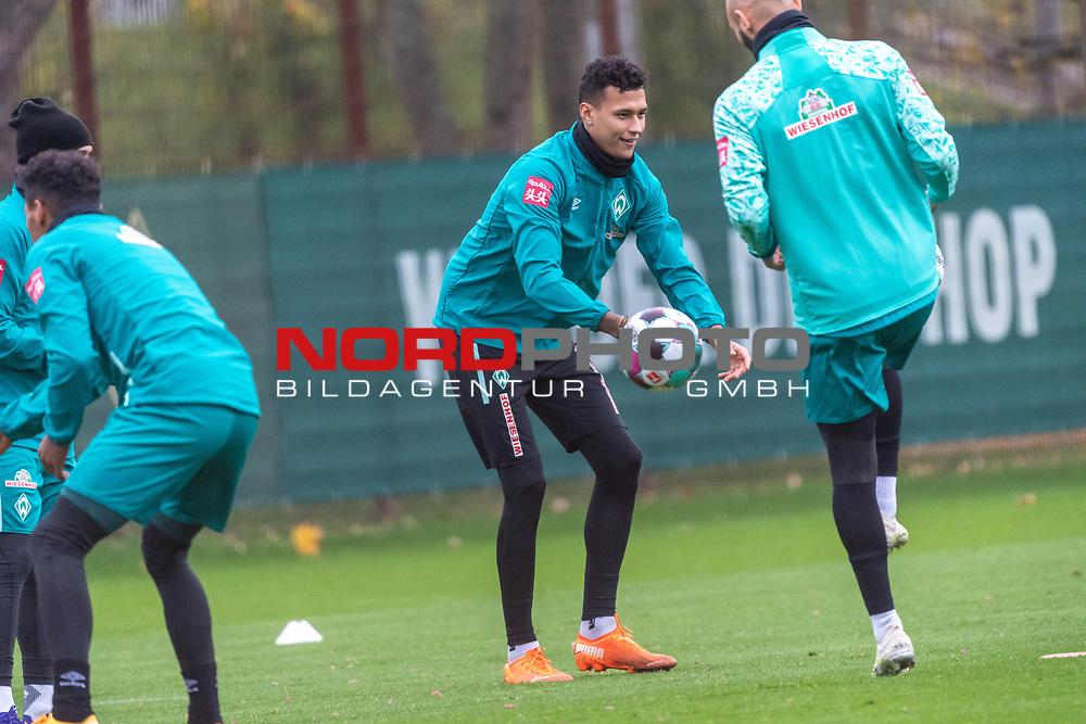 16.11.2020, Trainingsgelaende am wohninvest WESERSTADION - Platz 12, Bremen, GER, 1.FBL, Werder Bremen Training<br /> <br /> Davie Selke  (SV Werder Bremen #09)<br /> Ömer / Oemer Toprak (Werder Bremen #21)<br /> <br /> <br /> <br /> Foto © nordphoto / Kokenge *** Local Caption ***