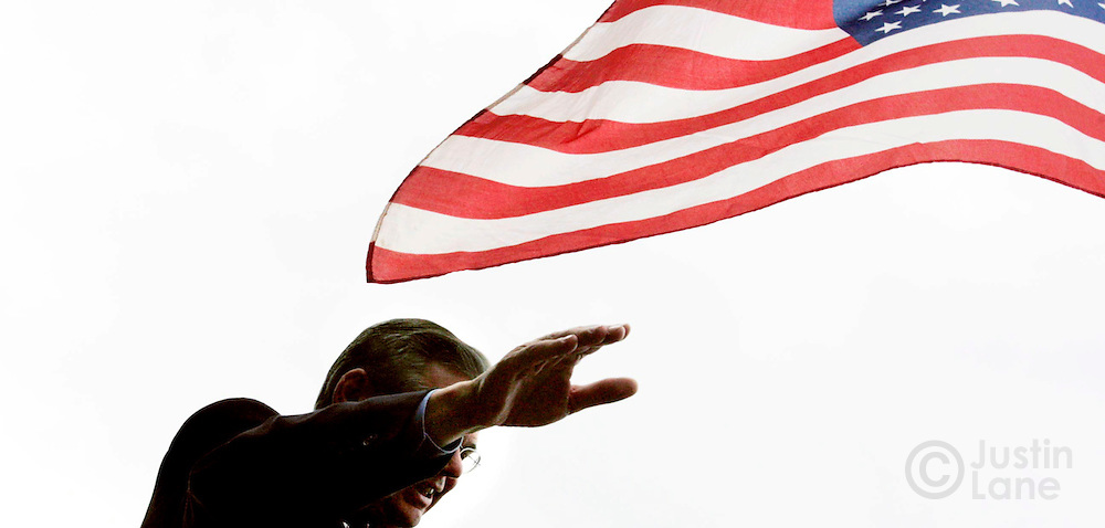 Democratic U.S. Senate candidate Bob Menedez, D-NJ, waves to construction workers during a campaign event on the site of a new arena in Newark, New Jersey on Wednesday 01 November 2006.