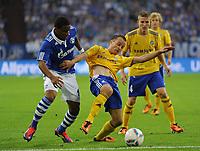Fotball<br /> Tyskland<br /> 25.08.2011<br /> Foto: Witters/Digitalsport<br /> NORWAY ONLY<br /> <br /> v.l. Jefferson Farfan, Tuomas Kansikas, Alexander Ring (Helsinki)<br /> Europa League, Play-offs, Rueckspiel, FC Schalke 04 - HJK Helsinki