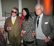 Justin de Villeneuve, Sue Timney and Nicky Haslam, Elle Decoration Design Awards, The Wallace Collection, Hertford House, Manchester Square, London. 5 November 2007. -DO NOT ARCHIVE-© Copyright Photograph by Dafydd Jones. 248 Clapham Rd. London SW9 0PZ. Tel 0207 820 0771. www.dafjones.com.