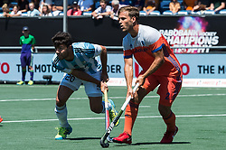 (L-R) Isidoro Ibarra of Argentina, Jeroen Hertzberger of The Netherlands during the Champions Trophy finale between the Netherlands and Argentina on the fields of BH&BC Breda on Juli 1, 2018 in Breda, the Netherlands.