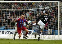 Fotball<br /> Premier League 2004/05<br /> Crystal Palace v Manchester United<br /> 5. mars 2005<br /> Foto: Magne J. Nilsen<br /> NORWAY ONLY<br /> Ryan Giggs misses an open goal as Danny Granville tries to close him down