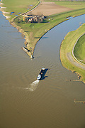 Nederland, Gelderland, Arnhem, 11-02-2008; IJsselkop, op dit punt splist de rivier de Rijn: naar links de Neder-Rijn, naar rechts de IJssel; de IJssel is gekanaliseerd, de Rijnoevers hebben kribben i.v.m. bevaarbaarheid van de rivier, het voorkomen van afzetting van sediment; IJsselkop - Head of river IJssel, at this point division of the River Rhine : left the Lower Rhine, to right the IJssel, the IJssel is channeled, the banks of the Rhine River Bank have cribs to maintain navigability of the river by preventing sediment deposition; binnenvaart, beroepsvaart, rijnaak, verkeer en vervoer, scheepvaart, waterbeheer, ijssel kop, traffic and transport, shipping, water management, head ijssel.luchtfoto (toeslag); aerial photo (additional fee required); .foto Siebe Swart / photo Siebe Swart