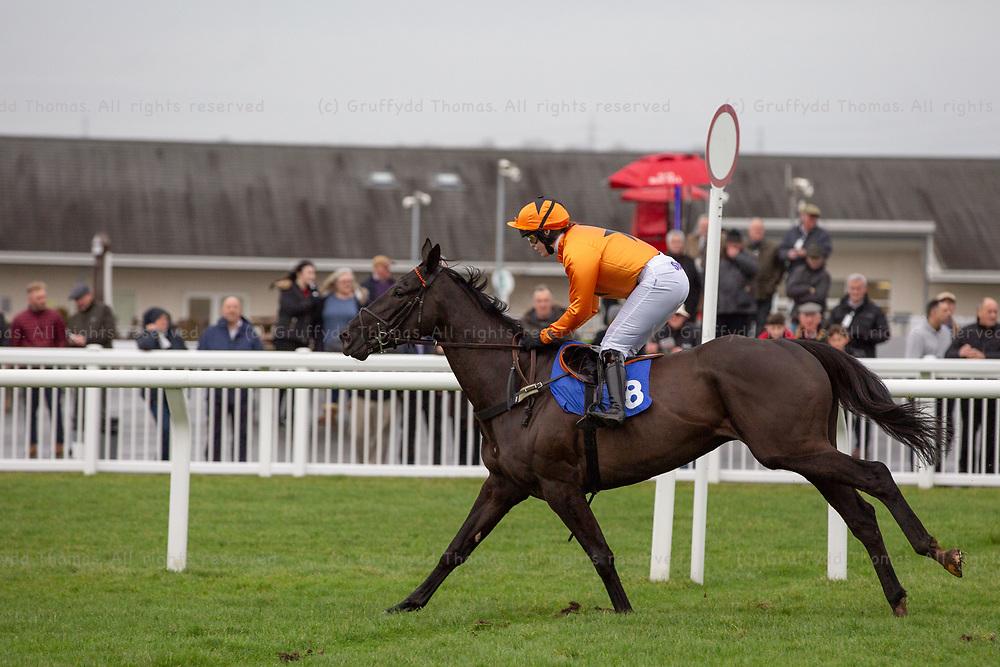 Ffos Las Racecourse, Trimsaran, Wales, UK. Monday 17 December 2018. Monsieur Lecoq (jockey Lizzie Kelly) wins the Mansionbet Maiden Hurdle (Race 2)