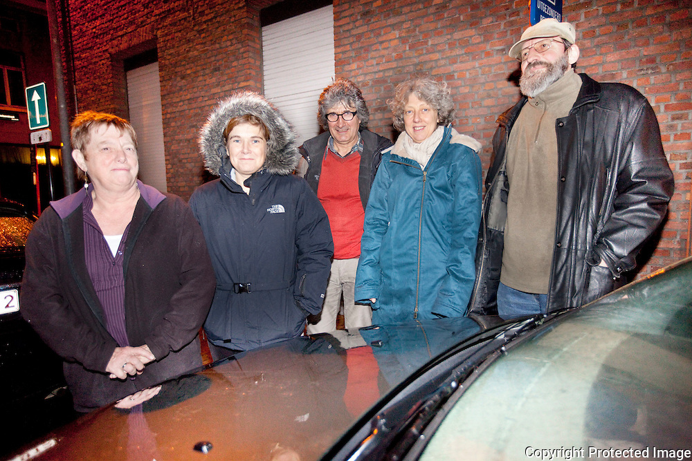 372198-12 gezinnen zijn tijdelijk autoloos-hun gedeelde auto werd aangereden en dader pleegde vluchtmisdrijf-jan bolstraat mechelen-Anjes Sierens, Ilse De Bleser, Louis De Bruyn, Mieke Vanhabos en Johan Pepermans
