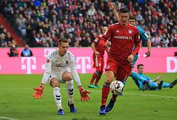 03.11.2018, 1. BL, FC Bayern vs SC Freiburg, Allianz Arena Muenchen,  Fussball, Sport, im Bild:...Alexander Scholow (SC Freiburg) vs Robert Lewandowski (FCB)..DFL REGULATIONS PROHIBIT ANY USE OF PHOTOGRAPHS AS IMAGE SEQUENCES AND / OR QUASI VIDEO...Copyright: Philippe Ruiz..Tel: 089 745 82 22.Handy: 0177 29 39 408.e-Mail: philippe_ruiz@gmx.de. (Credit Image: © Philippe Ruiz/Xinhua via ZUMA Wire)