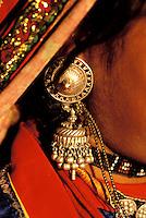 Inde - Rajasthan - Region de Ghanerao - Boucle d'oreille - Bijoux // India. Rajasthan. Ghanerao area. Earring.