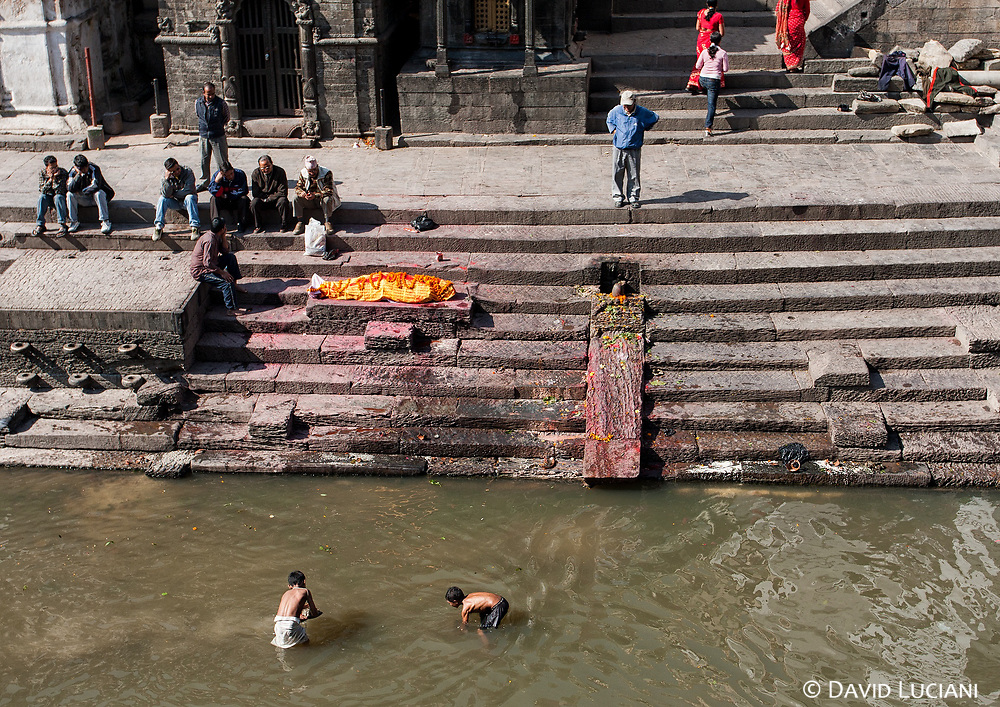 A dead body, just before beeing prepared for the cremation on Bhasmeshvar Ghat.