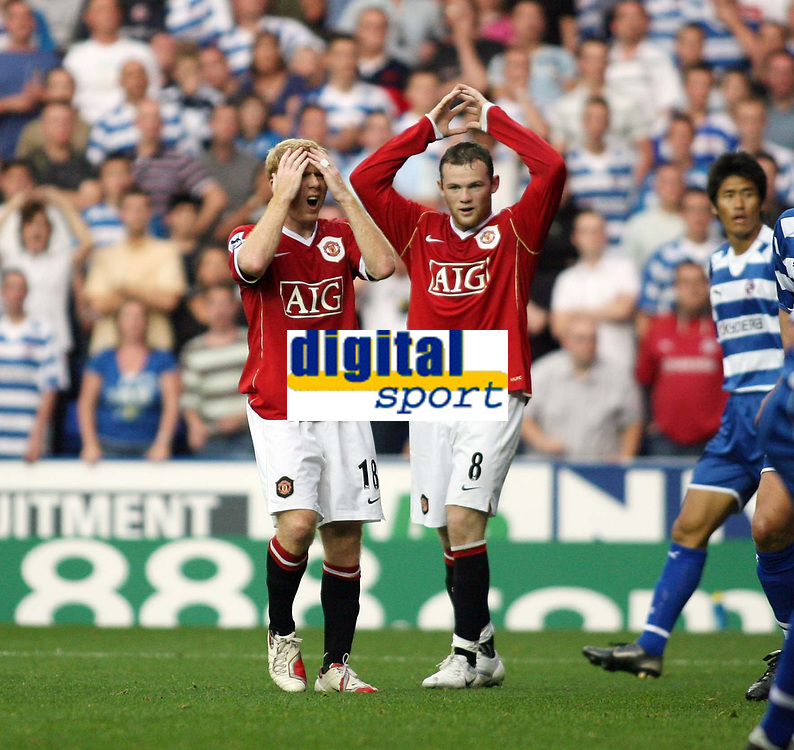 Photo: Chris Ratcliffe.<br />Reading v Manchester United. The Barclays Premiership. 23/09/2006.<br />Wayne Rooney and Paul Scholes of Manchester United can't believe a missed chance.