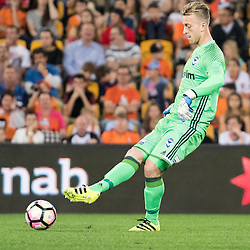 BRISBANE, AUSTRALIA - OCTOBER 7: Lawrence Thomas of the Victory kicks the ball during the round 1 Hyundai A-League match between the Brisbane Roar and Melbourne Victory at Suncorp Stadium on October 7, 2016 in Brisbane, Australia. (Photo by Patrick Kearney/Brisbane Roar)