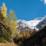 Herbststimmung in hinteres Lauterbrunnental. Sicht uaf Breitlauenen und Mittaghorn