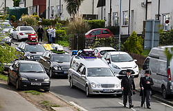 © Licensed to London News Pictures. 03/05/2018. Swanley, UK. The funeral procession of burglar Henry Vincent leaves Swanley to head to a service in St Mary Cray, Bromley, London. Henry Vincent, who is part of a traveller community in the south east London, died during an attempted burglary of the home of pensioner Richard Osborn-Brook in Hither Green. Photo credit: Ben Cawthra/LNP