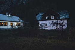 THEMENBILD - die Menschenleere Marktgemeinde während der Corona Pandemie, aufgenommen am 17. April 2019 in Hallstatt, Österreich // the empty Village during the Corona Pandemic in Hallstatt, Austria on 2020/04/17. EXPA Pictures © 2020, PhotoCredit: EXPA/ JFK