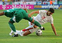 v.l. Khaled Aziz, David Jemmali Tunesien<br /> Fussball WM 2006 Tunesien - Saudi-Arabien<br /> Tunisia - Saudi-Arabia<br />  Norway only