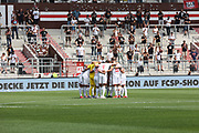 Fussball: 2. Bundesliga, FC St. Pauli - Holstein Kiel, Hamburg, 25.07.2021<br /> Team, Huddle, Holstein Kiel<br /> © Torsten Helmke