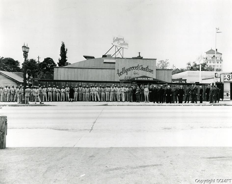 1944 Servicemen waiting to enter the Hollywood Canteen