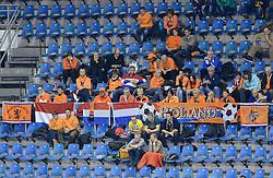 07-12-2013 HANDBAL: WERELD KAMPIOENSCHAP NEDERLAND - DOMINICAANSE REPUBLIEK: BELGRADO <br /> 21st Women s Handball World Championship Belgrade, Nederland wint met 44-21 / Oranje support publiek toeschouwers<br /> ©2013-WWW.FOTOHOOGENDOORN.NL