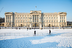 © Licensed to London News Pictures. 28/02/2018. London, UK. Buckingham Palace after heavy overnight snowfall in London as the 'Beast from the East brings freezing Siberian air to the UK. Photo credit: Rob Pinney/LNP