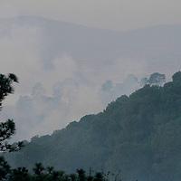Ocuilan, México.- (Marzo 23, 2017).- Con la intervención de 149 combatientes y dos helicópteros, el incendio forestal ubicado en las zonas limítrofes de los estados de Morelos y México presenta un 70 po ciento de control. Agencia MVT / Especial.