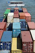 Nederland, Nijmegen, 9-7-2013Een binnenvaartschip geladen met containers vaart over de rivier de waal naar Rotterdam.Foto: Flip Franssen