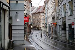 """21.03.2020, Innenstadt, Graz, AUT, Coronavirus in Österreich, Die Österreichische Bundesregierung hat die verhängten Ausgangsbeschränkungen bis zum 13. April 2020 verlängert. Im Bild die leere Murgasse in Graz // The empty """"Murgasse"""" in Graz. The Austrian government extended the measures and laws to contain and spread dthe Corona Virus pandemic until April 13 2020., in Graz, Austria on 2020/03/21. EXPA Pictures © 2020, PhotoCredit: EXPA/ Erwin Scheriau"""