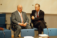 """05 FEB 1998, BONN/GERMANY:<br /> Helmut Kohl, CDU, Bundeskanzler, und Rudolf Scharping, SPD, Fraktionsvorsitzender, Debatte """"Nichtraucherschutz""""<br /> IMAGE: 19980205-03/02-13"""