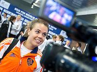 ROSARIO (Arg.) - Ranje speelster Michelle van der Pols staat de pers te woord na Nederland-Nieuw Zeeland, woensdag tijdens het WK Hockey voor vrouwen in Rosario. ANP KOEN SUYK
