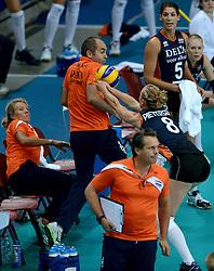 01-10-2014 ITA: World Championship Volleyball Servie - Nederland, Verona<br /> Nederland verliest met 3-0 van Servie em is uitgeschakeld voor de final 6 / Judith Pietersen redt de bal