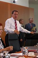13 AUG 2003, BERLIN/GERMANY:<br /> Gerhard Schroeder, SPD, Bundeskanzler, vor Beginn einer Kabinettsitzung zur Agenda 2003, Kabinettsaal, Bundeskanzleramt<br /> IMAGE: 20030813-01-023<br /> KEYWORDS: Kabinett, Sitzung, Gerhard Schröder