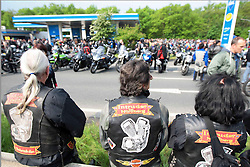 01.05.2011, Muenchner Strasse, Nuernberg, GER,, Motorradtreffen 1. Mai Nuernberg, im Bild:.Intruders Nürnberg  beobachten.EXPA Pictures © 2011, PhotoCredit: EXPA/ nph/  Will       ****** out of GER / SWE / CRO  / BEL ******