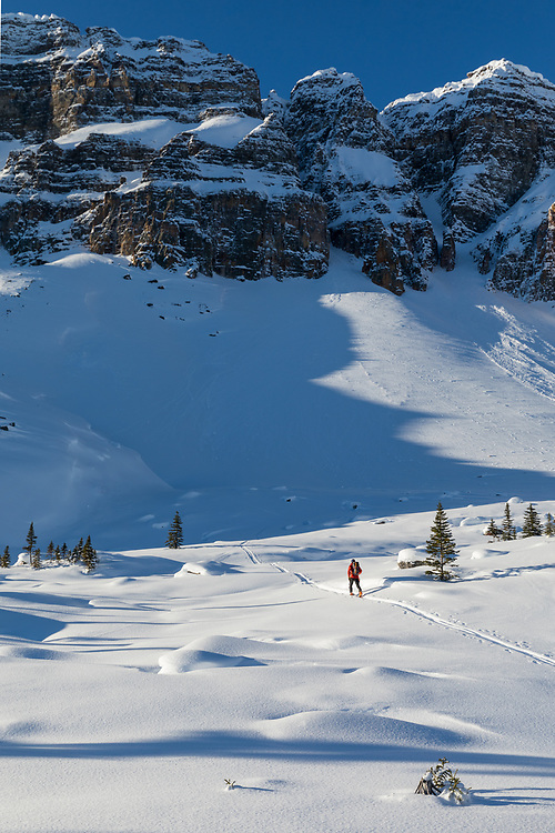 Taylor Sullivan approaching Grand Daddy Couloir on Bow Peak in the Canadian Rockies, Alberta, Canada