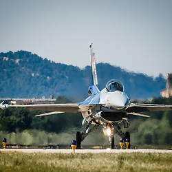 """Participation du  Capitaine Renaud """"Grat"""" Thys et de son F-16 Solo Display de l'équipe de démonstration de l'armée belge à l'anniversaire des 60 ans de la Patrouille de France.<br /> Mai 2013 / Salon de Provence / Bouches du Rhône(13) / FRANCE"""
