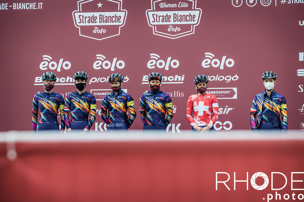 Team Canyon SRAM Racing pre race team presentation<br /> <br /> 7th Strade Bianche Women Elite <br /> Siena > Siena 136km<br /> <br /> ©RhodePhoto