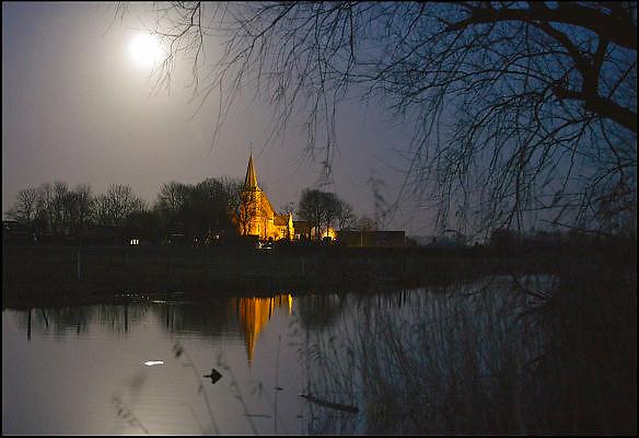 Nederland, Persingen, 4-1-2015 Nachtopname van een natuurgebied bij het licht van de volle maan van het kerkje van dit kleine dorp in de Ooijpolder. Foto: Flip Franssen/Hollandse Hoogte