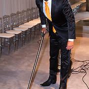 NLD/Amsterdam/20130907 - Modeshow najaar Mart Visser 2013, Maik de Boer aan het stofzuigen