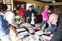 VIJFHUIZEN -  Inschrijven Open Golf Dag op Haarlemmermeersche Golf Club.  De kans om kennis te maken met  golf. Ouder kind, vader zoon  COPYRIGHT KOEN SUYK