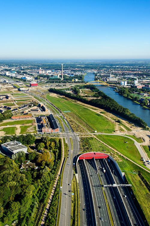 Nederland, Utrecht, Leidsche Rijn, 30-09-2015; zuidelijk ingang van de Leidsche Rijntunnel, Rijksweg 2 (A2) bij Leidse Rijn. Rechts Amsterdam-Rijnkanaal.<br /> Entrance land tunnel for motorway A2 and Hooggelegen junction near Utrecht.<br /> <br /> luchtfoto (toeslag op standard tarieven);<br /> aerial photo (additional fee required);<br /> copyright foto/photo Siebe Swart