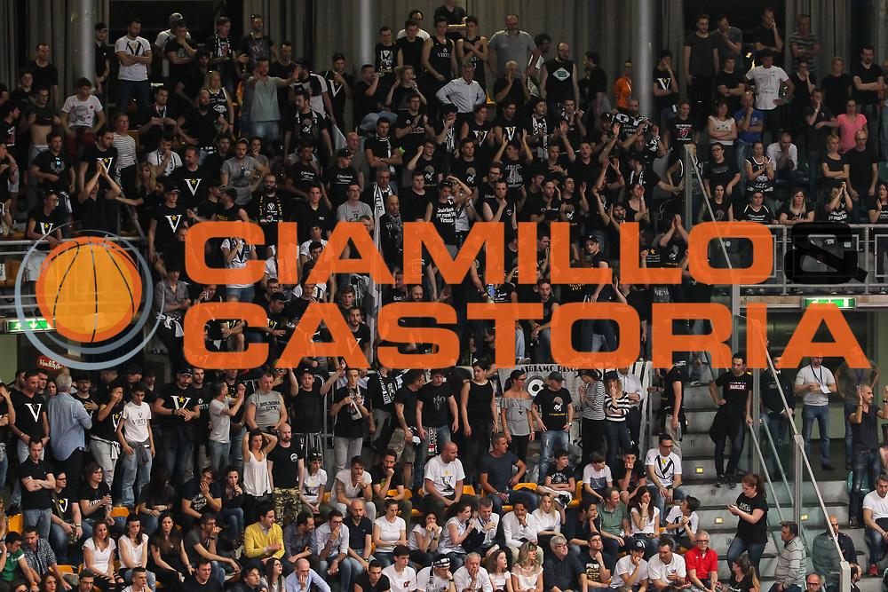 Tifosi Virtus<br /> Kontatto Fortitudo Bologna - Virtus Segafredo Bologna<br /> Lega Nazionale Pallacanestro 2016/2017<br /> Bologna, 14/04/2017<br /> Foto Ciamillo-Castoria / M. Brondi