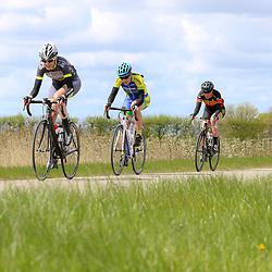 23-04-2016: Wielrennen: Topcompetitie vrouwen: Borsele  's-Heerenhoek (NED) wielrennen De omloop van Borsele een koers met kenmerkende smalle passages over dijken kent met wind meestal veel strijd