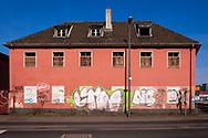 Europa, Deutschland, Nordrhein-Westfalen, Koeln, altes leerstehendes Hafengebaeude im Deutzer Hafen.<br /><br />Europe, Germany, North Rhine-Westphalia, Cologne, old abandoned harbor building in the harbor Deutz.